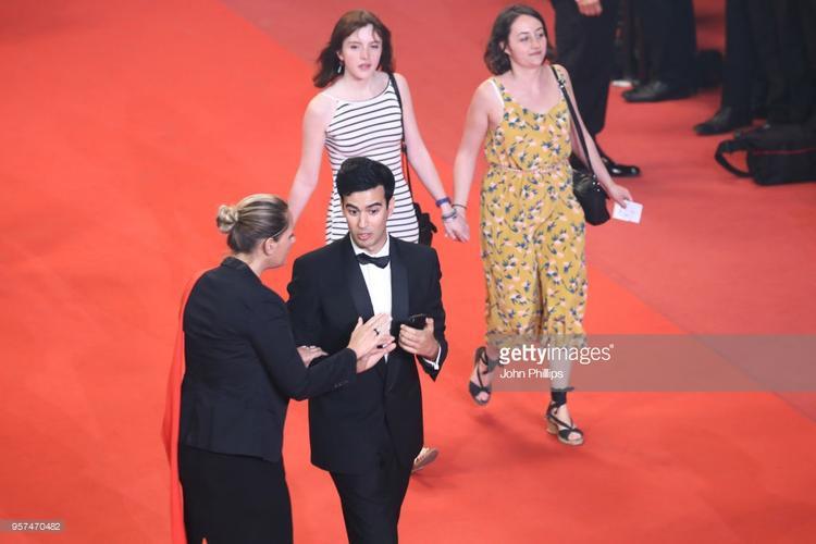 Thái tử Ju Ji Hoon đẹp hút hồn sánh đôi cùng Miss Pakistan ngực khủng tại Cannes ngày thứ 4