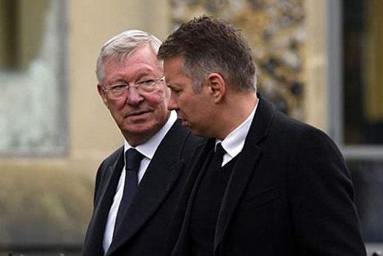 HLV Darren Ferguson và cha khi còn khỏe mạnh.