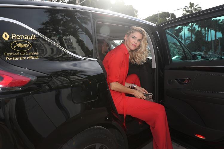 Nữ diễn viên được yêu thích của Pháp - Alice Taglioni đi đến sự kiện bằng xe Renault Espace.