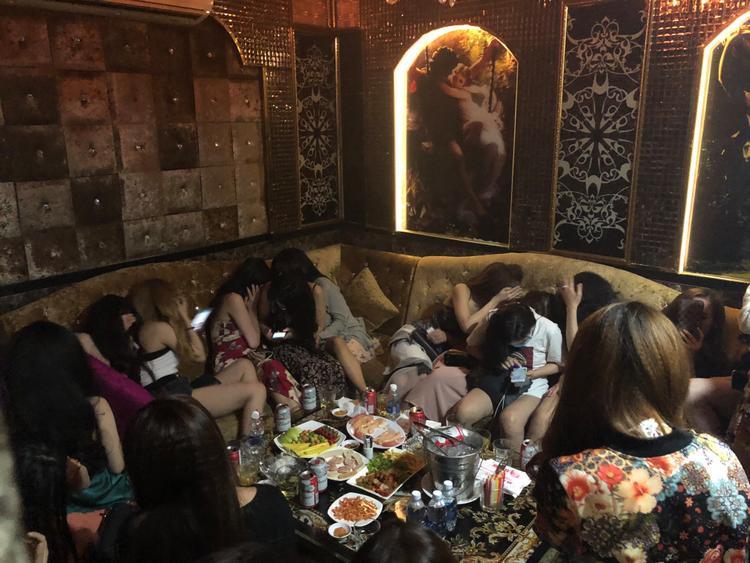 Những phòng karaoke ở đây được trang trí rất hoành tráng.