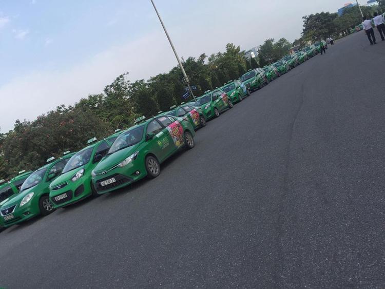 Lãnh đạo taxi Mai Linh cho biết, việc taxi tập trung là do công ty diễn ra cuộc họp sơ kết.