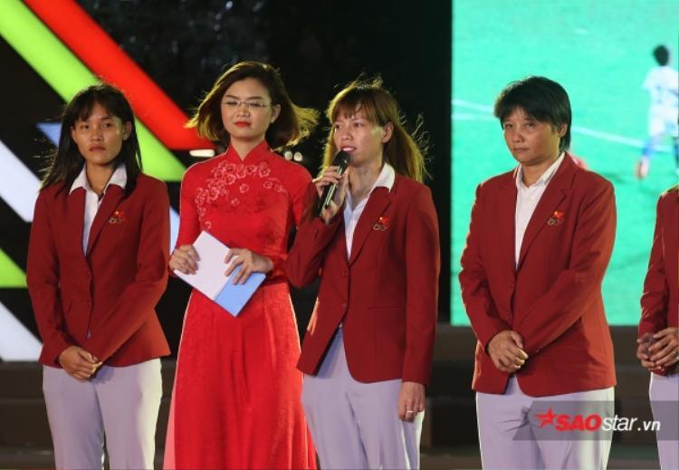 Thủ môn Kiều Trinh và các đồng đội ở CLB bóng đá nữ TP.HCM I đang bị nợ 140 triệu đồng.