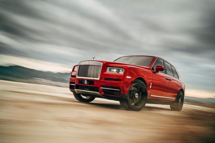 Bản mẫu xe SUV đầu tiên của Rolls-Royce được giới thiệu từ năm 2016. Tuy nhiên, đến nay chiếc xe SUV đầu tiên của thương hiệu xe sang này mới ra mắt.