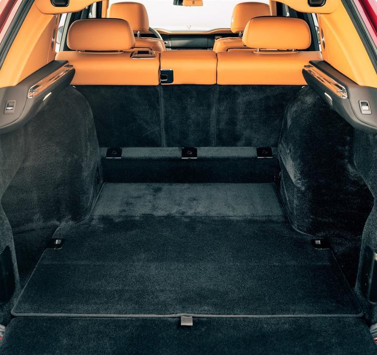 Đằng sau ghế sau là không gian để đồ khoảng trên dưới 0,59 mét khối.