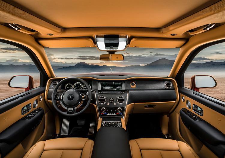 Nội thất xe thừa hưởng rất nhiều yếu tố từ dòng sedan Phantom thế hệ 8.