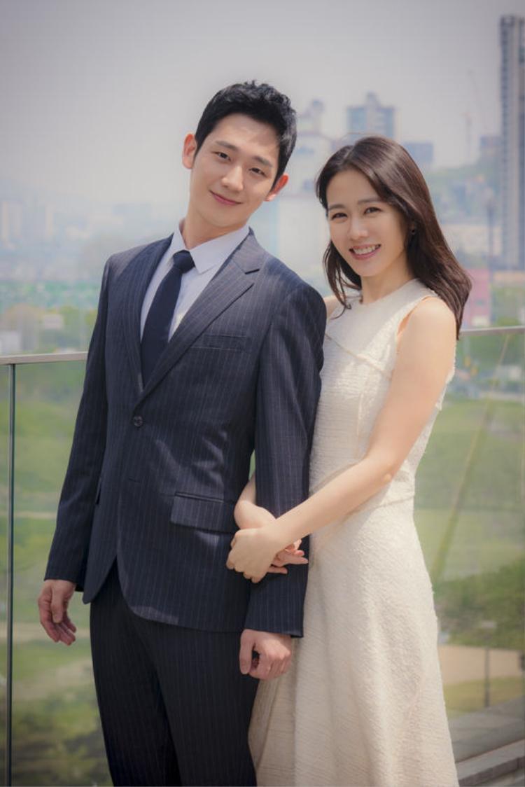 Hình ảnh đẹp đôi khiến dân tình ship tấp nập của Son Ye Jin và Jung Hae In.