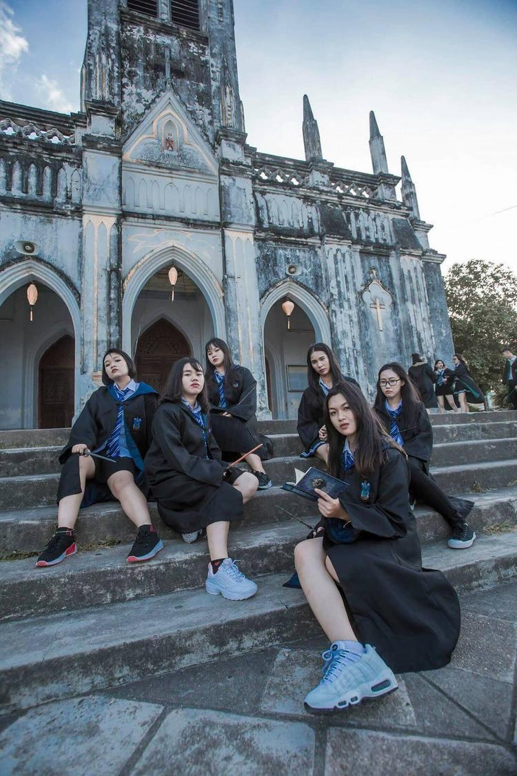 Chủ nhân của bộ ảnh độc đáo này tập thể lớp 12C16, trường THPT Hoàng Văn Thụ, Nha Trang, Khánh Hòa.