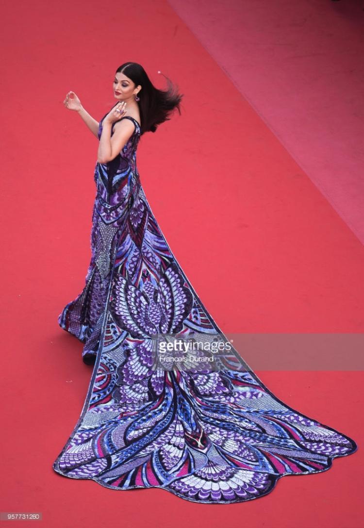 Thảm đỏ Cannes 2018 ngày 5: Cate Blanchett, Helen Mirren sang chảnh làm lu mờ hết hội chị em bạn dì