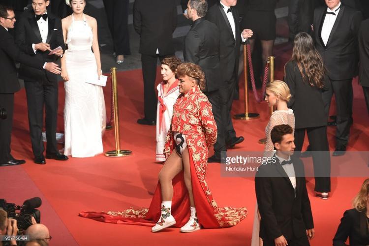 Thảm đỏ ngày 5: Lộ ngực, tạo dáng lố chưa bao giờ hết gây chú ý tại Cannes 2018
