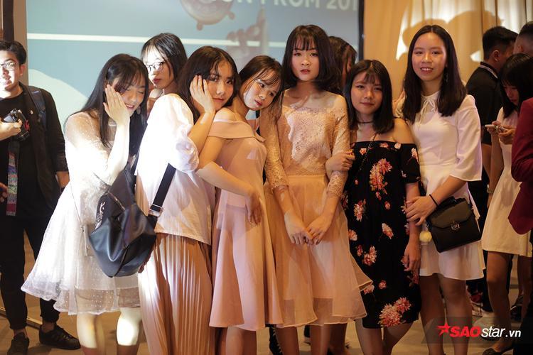 Nam sinh chuyên Nguyễn Huệ nhảy cực đỉnh để tỏ tình với crush trong đêm hội cho học sinh cuối cấp