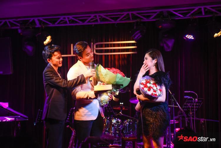 Nữ ca sĩ cho biết năm nay là sinh nhật bất ngờ và đặc biệt nhất đối với cô.