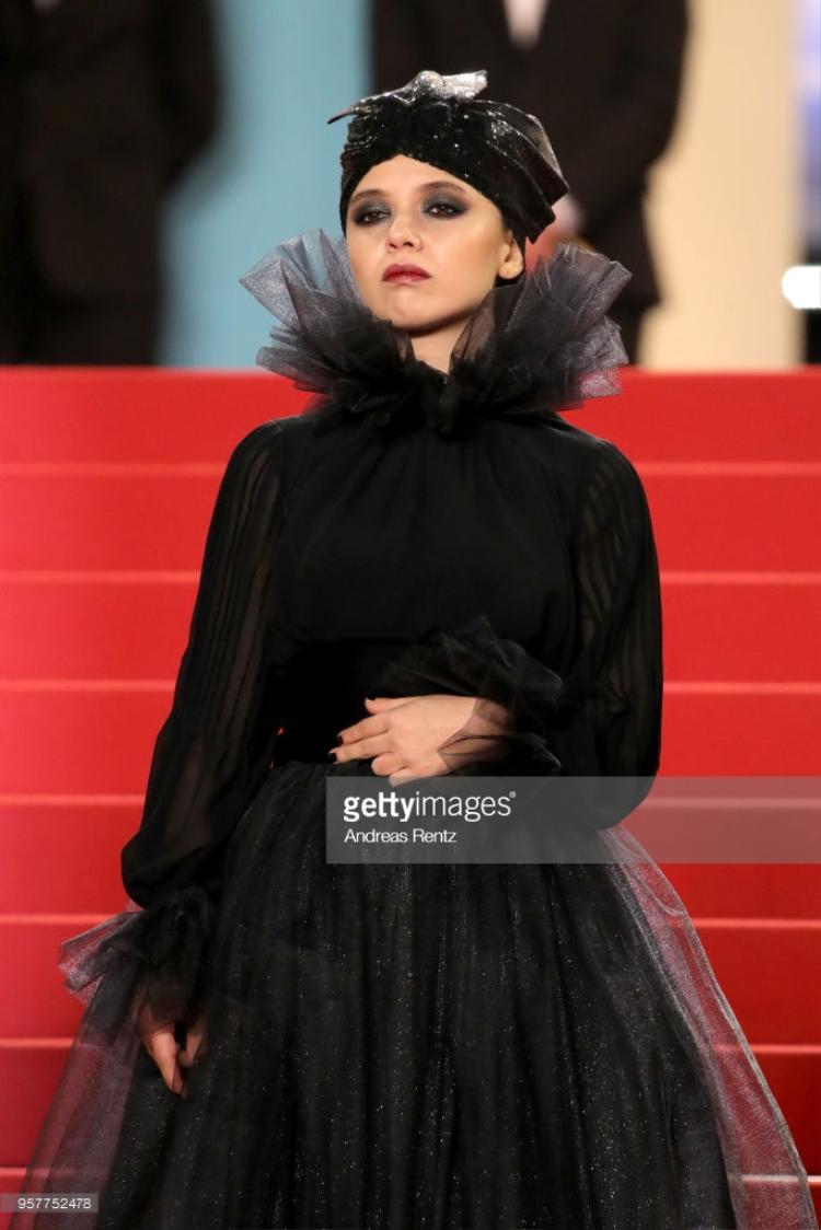 """Bộ trang phục của nữ diễn viên Marzieh Rezaei khiến nhiều người liên tưởng đến nhân vật """"Maleficent""""."""