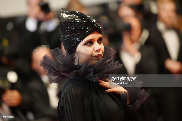 Cô bé quàng khăn đỏ, Maleficent, Bạch tuộc Ursula cùng xuất hiện trên thảm đỏ Cannes ngày 5