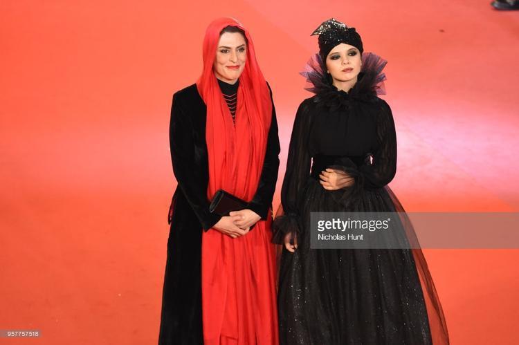 """""""Cô bé quàng khăn đỏ"""" và """"Maleficent""""."""