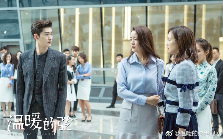 Ôn Nhu bảo vệ em gái trước sự chứng kiến của rất nhiều người để xóa sạch mọi hiểu lầm của dư luận