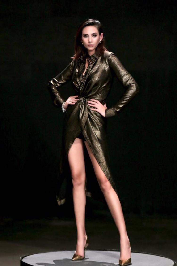Giải vàng Siêu mẫu Việt Nam 2008 - Võ Hoàng Yến là cái tên không hề xa lạ, bởi cô là chân dài quyền lực nhất hiện nay. Cô liên tục được mời ngồi vào vị trí huấn luyện cho các lứa người mẫu trẻ.