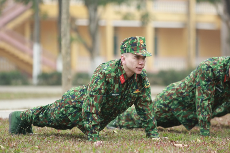 Lên xà 11 lần nhưng Hoàng Tôn vẫn phải tham gia bài tập bổ trợ.