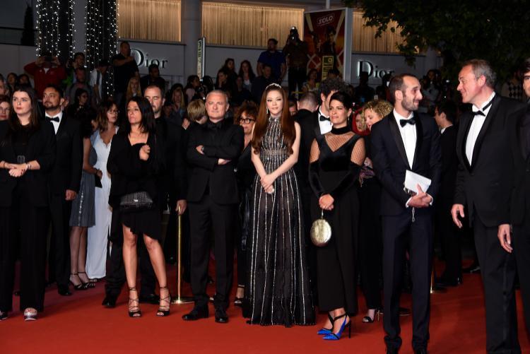 Lý Nhã Kỳ và đoàn làm phim Angel Face trước khi tiến vào thảm đỏ Cannes.