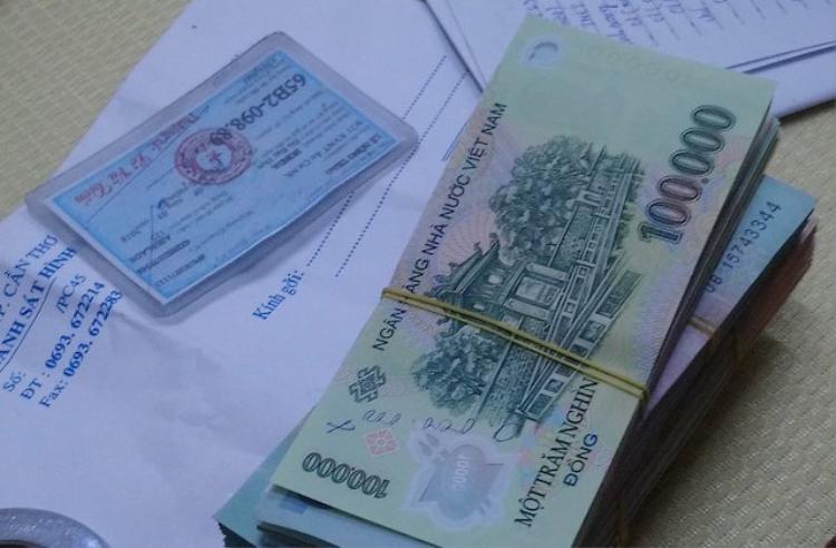 Tiền mặt thu giữ tại nơi ở của Thảo. Ảnh Vietnamnet.