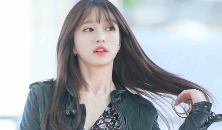 Hani xinh đẹp với mài tóc dài nâu sẫm.