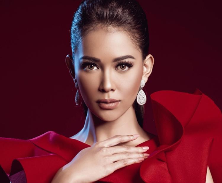 Bunga Jelitha - đại diện Indonesia tại Miss Universe - Hoa hậu hoàn vũ 2017. Cô là gương mặt nhận số phiếu cao nhất của nhóm 2.