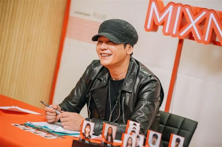 Ăn theo Mnet nhưng thất bại và không chịu cho gà nhà comeback, YG lỗ 84% doanh thu