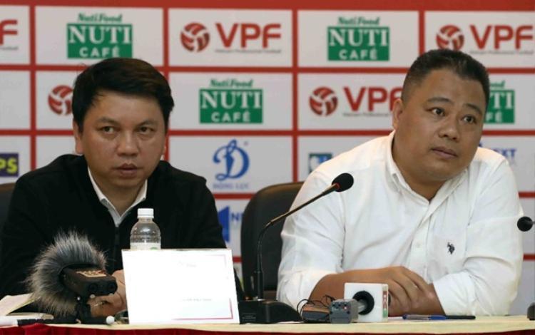 Ông Nguyễn Minh Ngọc (phải) về làm trợ lý cho ông Lê Hoài Anh (trái). Ảnh: VPF