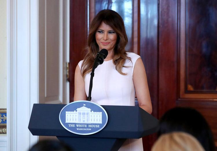 Sau khi chuyển tới Washington, bà Melania đã tạo niều thiện cảm cho các nhân viên Nhà Trắng. Những người từng làm việc tại đây cho rằng, sự chu đáo khiến bà Melania trở nên nổi bật trong số các gia đình Tổng thống khác.