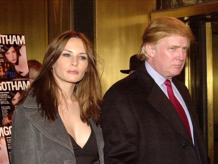 Bà Melania không phải là vợ duy nhất của ông Trump. Vợ cả của vị tỷ phú là bà Ivana Trump (ly hôn năm 1999) và vợ hai là Marla Maples (ly hôn năm 1999).