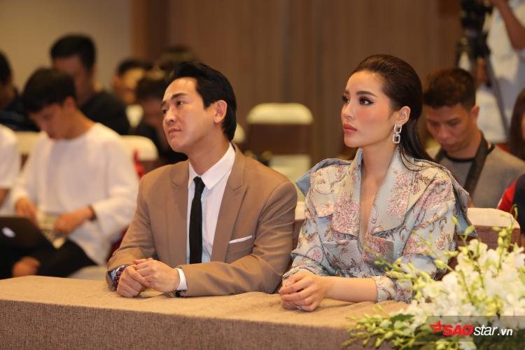Hứa Vĩ Văn  Kỳ Duyên fashion thời thượng, Trấn Thành ngọt ngào chăm sóc Hari Won tại họp báo