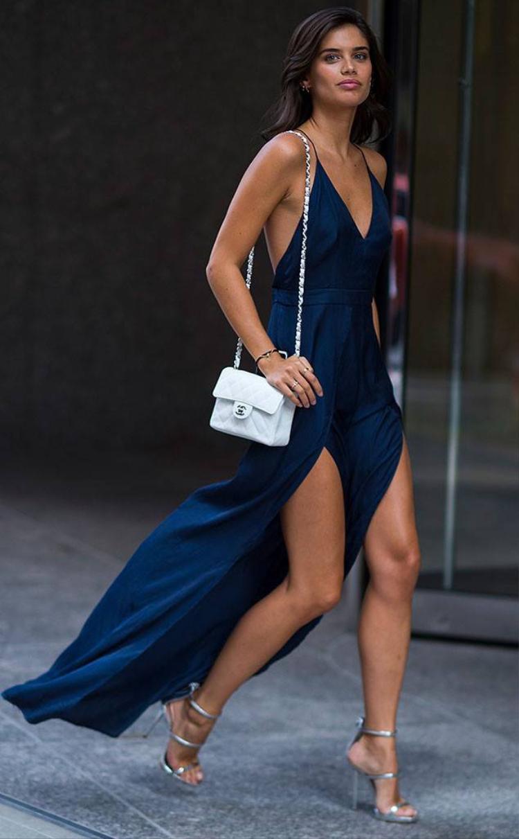 Chân dài người Bồ Đào Nha - Sara Sampaio - gây chú ý khi tiết lộ từng bị ép chụp ảnh nude.