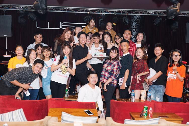 Hương Tràm có buổi tiệc sinh nhật ấm cúng và tràn ngập tiếng cười.