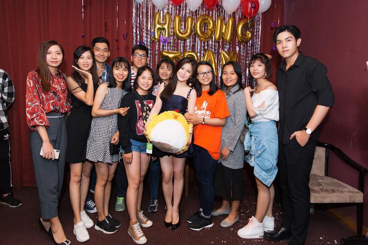 Hương Tràm hiện là một trong những gương mặt nổi bật nhất showbiz Việt khi không chỉ xinh đẹp mà còn vô cùng tài năng.