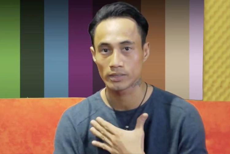 Ca sĩ Phạm Anh Khoa gây bão với phát ngôn về kiểu chào của showbiz.