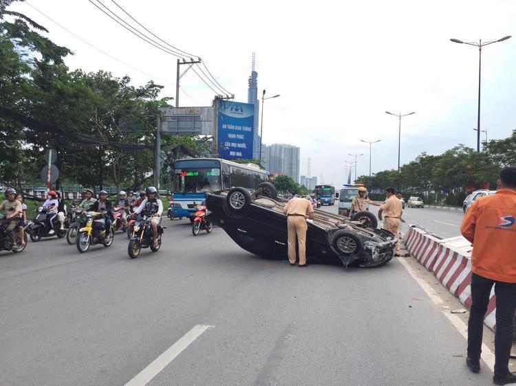Vụ việc khiến giao thông qua khu vực ùn ứ kéo dài.