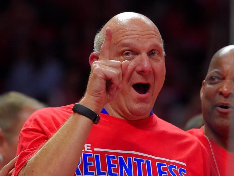 10. Steve Ballmer, cựu CEO Microsoft. Tài sản ròng: 38,5 tỷ USD. Ballmer hiện là chủ đội bóng Los Angeles Clippers.