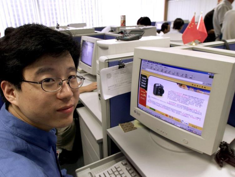18. William Ding, sáng lập và CEO NetEase. Tài sản ròng: 17,5 tỷ USD. Ding sáng lập NetEase vào năm 1997 và hiệu nay nó trở thành một trong những đơn vụ kinh doanh mảng trò chơi di động lớn nhất trên thế giới.