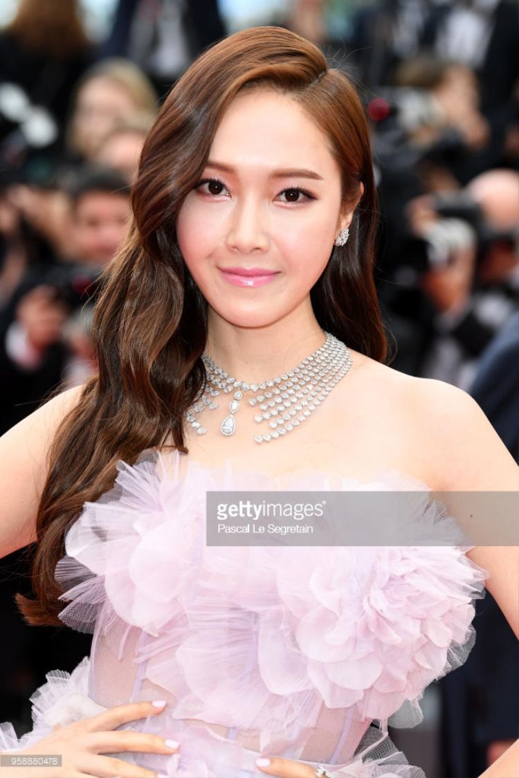 Lần đầu xuất hiện trên thảm đỏ Cannes 2018, Jessica và Vương Nguyên gây bão mạng xã hội