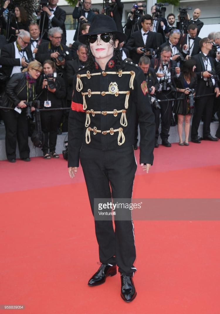 Người đã hóa trang thành ngôi sao nổi tiếng quá cố Michael Jackson.