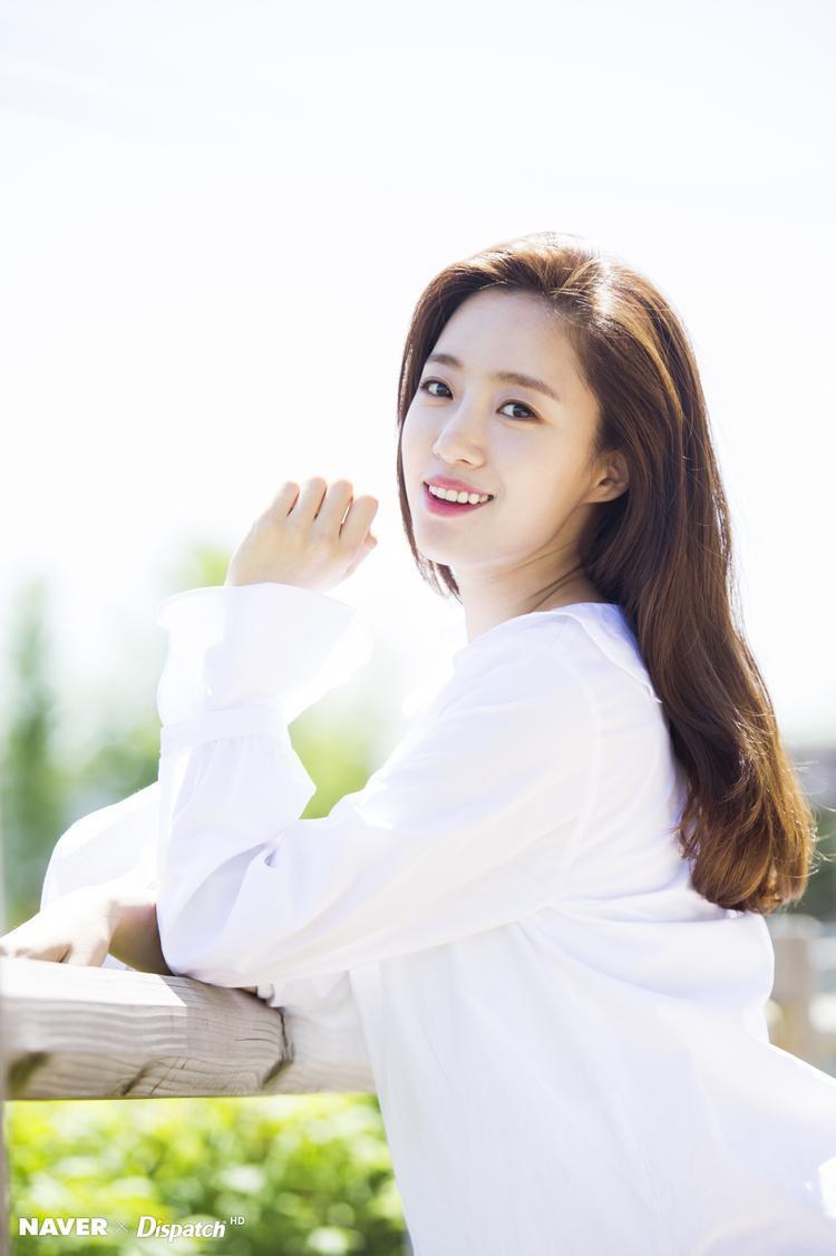 Trước đó vào tháng 2/2018, EunJung là thành viên đầu tiên của T-ara tìm được nơi quản lí mới là UFO Production. Công ty này vốn đã hậu thuẫn sự nghiệp diễn xuất của cô từ bé nên về với nhau là chuyện đương nhiên.