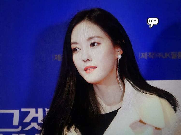 Sau khi rời MBK, nhờ vào mối quan hệ rộng rãi của mình, Hyomin liên tục xuất hiện tại các buổi ra mắt phim, lễ trao giải,… Đây là hình ảnh cô nàng tham gia suất chiếu đặc biệt của bộ phim It's My Only World.