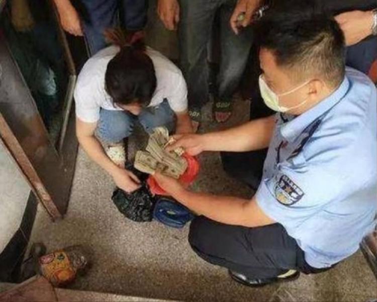 Số tiền ông Trần Nam giấu vợ.