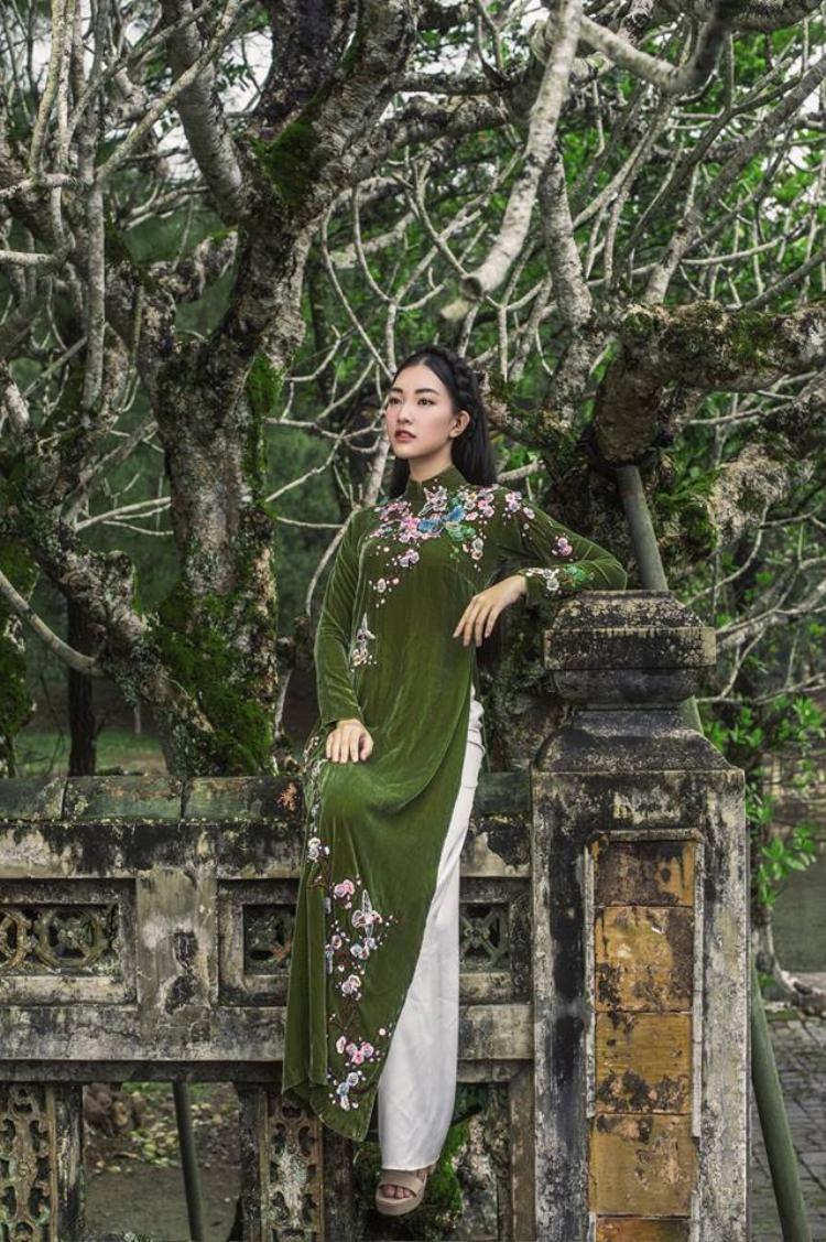 Nàng thơ xứ Huế Ngọc Trân tái xuất với vẻ đẹp và thần thái thật sự ấn tượng!