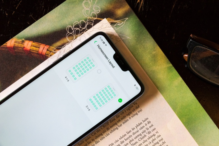 Chỉnh thiết lập hiển thị 5 ứng dụng trên một hàng giúp tối ưu không gian trên màn hình máy tốt hơn.