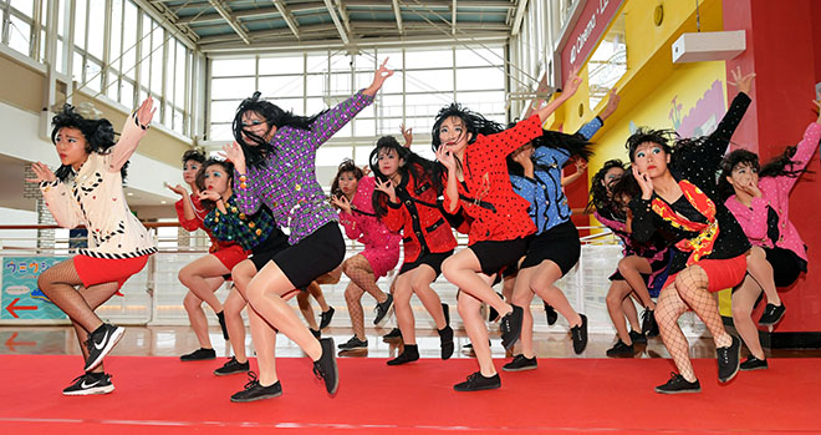 … khiến nhiều người liên tưởng ngay đếnTomioka Dance Club.