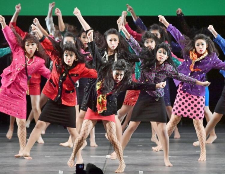 Đặc biệt, phần âm nhạc của các cô gái Tomioka cũng mang âm hưởng retro như bài hát mới của Chi Pu.
