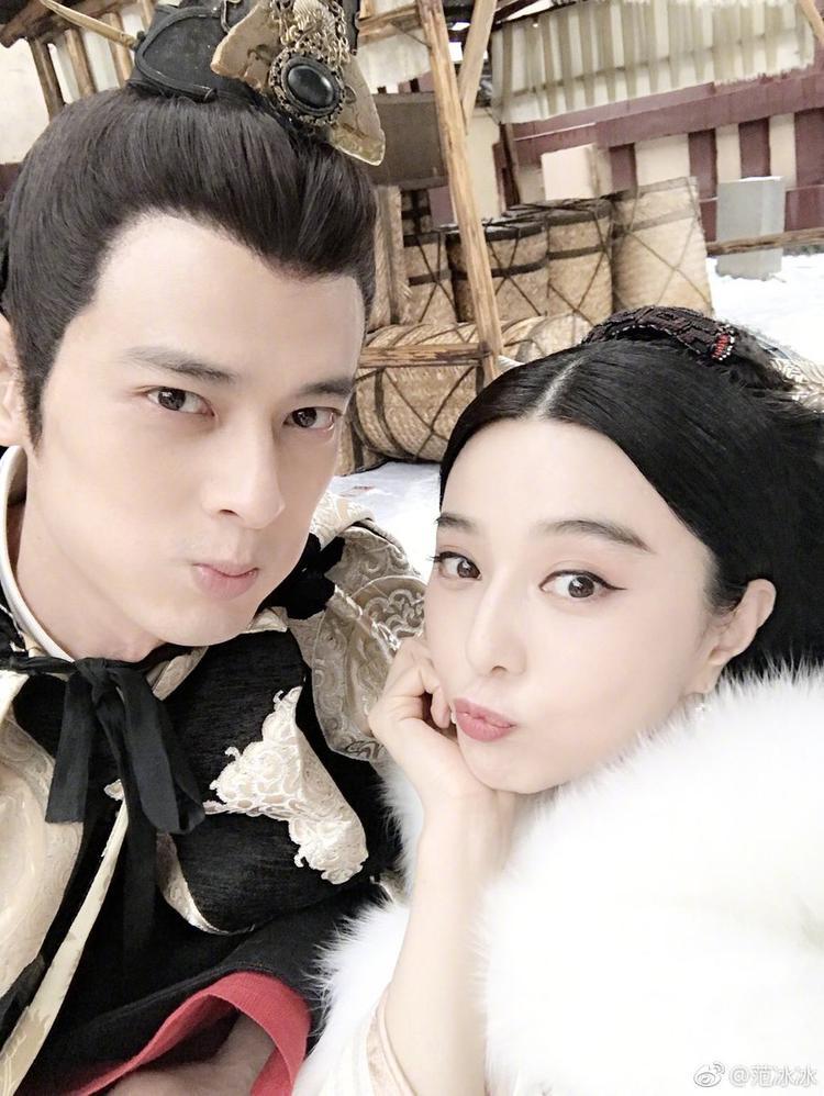 Quách Phẩm Siêu và Phạm Băng Băng trong hậu trường phim.