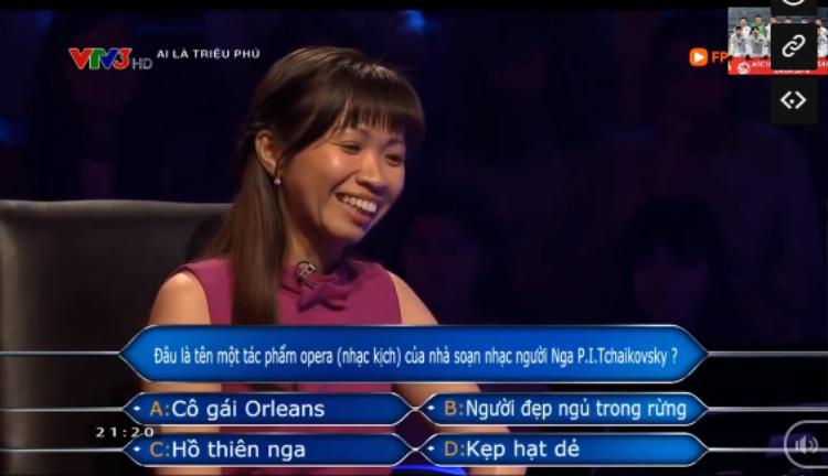 """Khi mới nghe thông tin câu hỏi, Ngọc Quyên đã nghiêng về phương án A. Tuy nhiên, vì nghe lời sự trợ giúp của tổ tư vấn, cô chọn phương án C và """"đánh mất"""" 20 triệu đồng."""