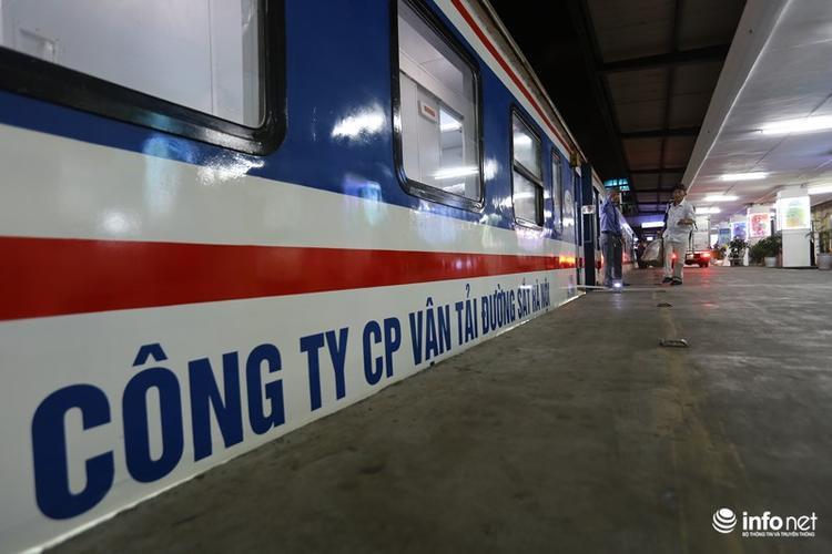Đúng 22h30 tối qua, đoàn tàu SE1 của Công ty CP Vận tải Đường sắt Hà Nội đã được đưa vào khai thác theo lịch điều chỉnh mới của ngành đường sắt.