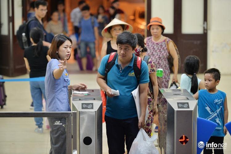 Theo đó, tàu SE1 sẽ xuất phát tại ga Hà Nội vào lúc 22h20 hàng ngày; Tàu SE2 sẽ xuất phát tại ga Sài Gòn vào lúc 21h55 hàng ngày; Tàu SE3 xuất phát tại ga Hà Nội vào lúc 19h30 hàng ngày; Tàu SE4 sẽ xuất phát tại ga Sài Gòn vào lúc 19h45 hàng ngày.